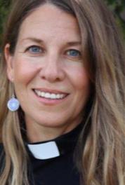 Sjukhusprästen Camilla Vinberg Österberg svarar på frågor kring dopet.
